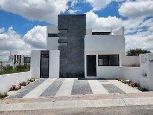 Preciosa Casa en San Isidro Juriquilla con Habitación en PB con Baño Completo
