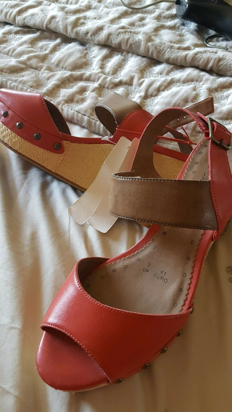 bnwt coral herring red  wedges red herring coral e64c71
