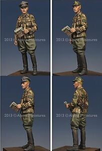 Alpine-Miniatures-1-35-35164-WSS-Grenadier-Officer