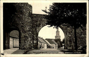 Templin-Uckermark-Brandenburg-s-w-AK-1940-Durchblick-der-Stadtmauer-zur-Kirche