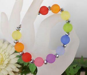 TRENDY-Armband-Regenbogen-Bunt-in-Acryl-und-funkelnden-Glas-Perlen-silber