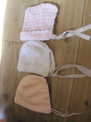 Cooperativa 3 Baby Cappelli Uno Bianco Uno A Casa In Maglia Rosa E Bianco Con Pon Pon Rosa Più Grande-mostra Il Titolo Originale Acquista One Give One