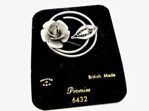 Vintage-Unused-Silver-Tone-Circular-Flower-Sarah-Coventry-Brooch-Pin