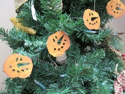 """Primitive Rusty Tin SNOWMAN FACE GARLAND 70/"""" LONG with 2/"""" Faces Winter Christmas"""