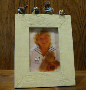 Figi-Frame-PFT-AT-301-ANTIQUE-TEDDY-amp-TOYS-3-5-034-x-5-034-Pic-NIB-From-Retail-Store