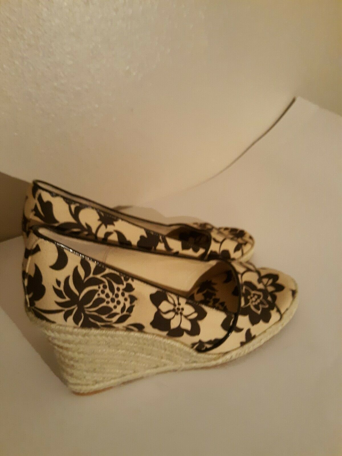 Tommy Hilfiger Tan Womens Size 8 open toe Wedges - image 4