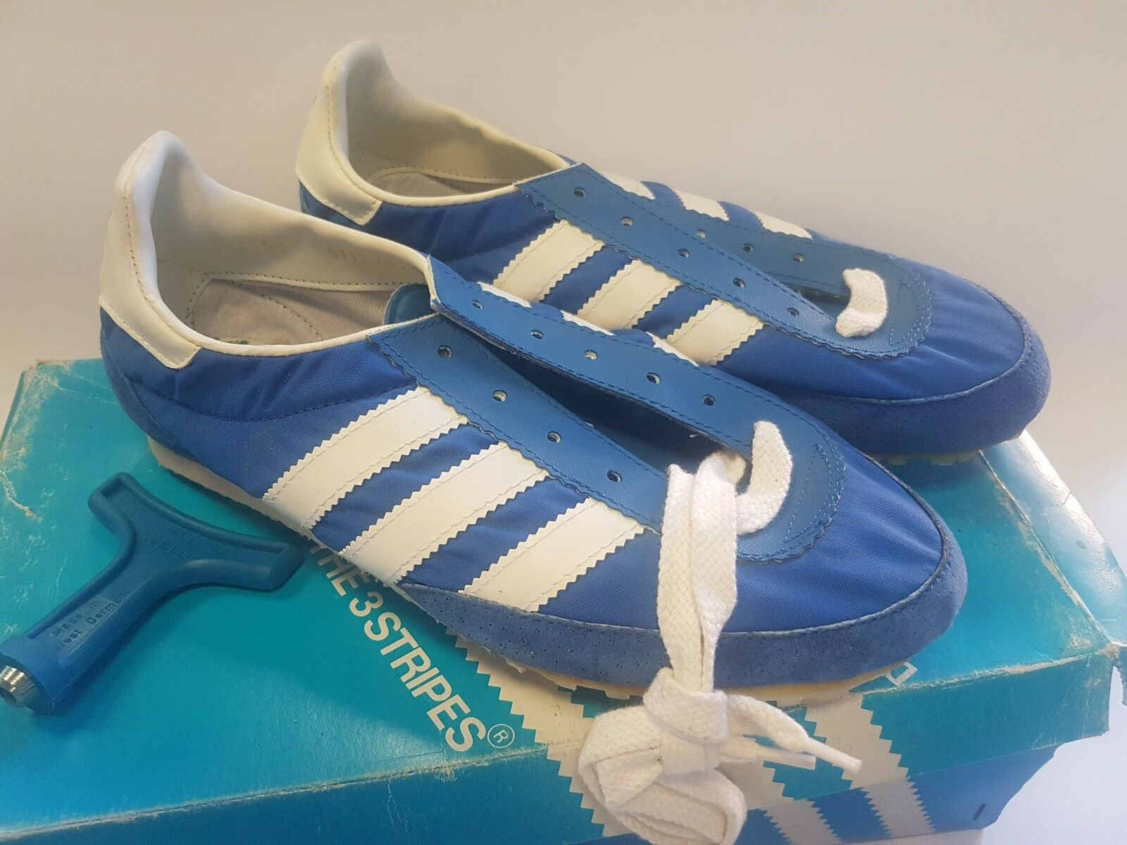 NEW ADIDAS MEN JET VINTAGE TRACK SPIKES SHOES NEW OLD STOCK US SIZE 5.5 RARE
