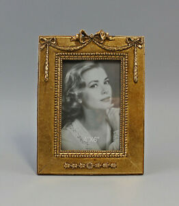 9977462-Frame-Picture-Frame-Resin-in-the-Antique-Style-New-Golden
