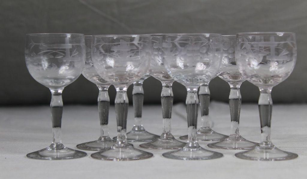 9 Stk. Likörgläser geschliffen - Römerglas im Miniformat - Grappagläser   S64