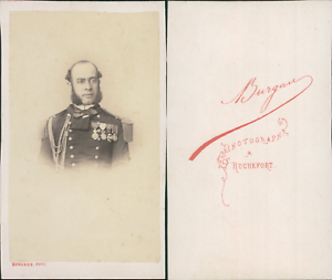Burgaud-Rochefort-Homme-en-uniforme-portant-de-nombreuses-decorations-circa-1