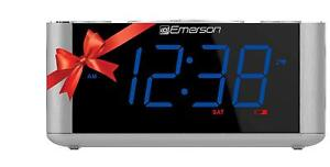 Emerson Dual Alarm Smart Set FM Clock Radio Auto DST Aux In USB Charging NEW