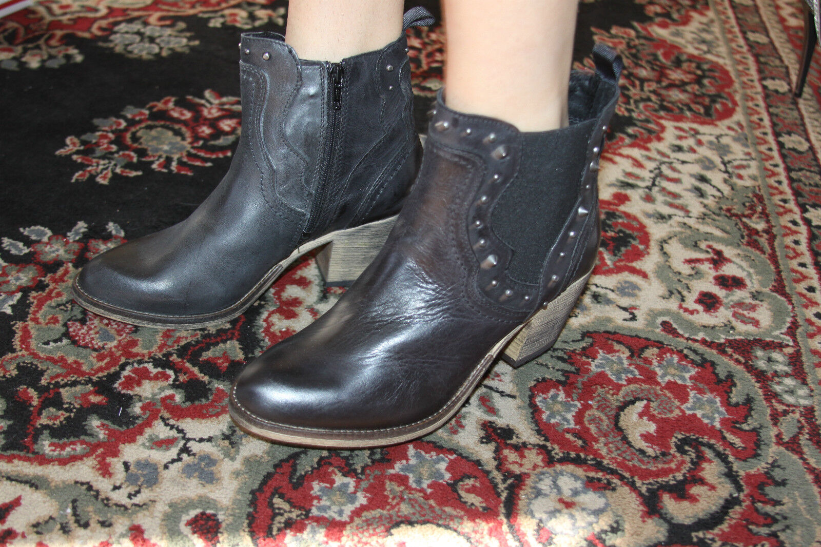 STEVE MADDEN BOOTIE CONCRETE BLACK LEATHER BOOTIE MADDEN SIZE 6 2d3b31