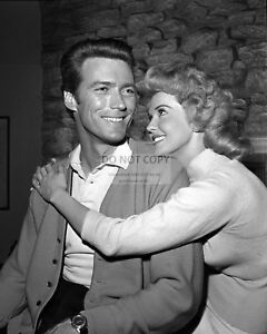 CLINT-EASTWOOD-amp-DONNA-DOUGLAS-AS-GUESTS-IN-034-MISTER-ED-034-8X10-PHOTO-EP-089