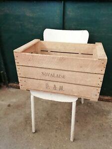 Vintage ancienne grande caisse en bois à pommes oi à fruits noté Novalaise
