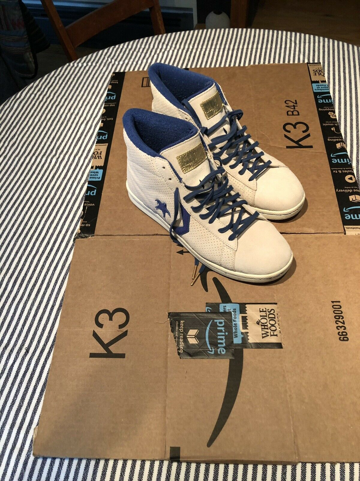Converse Mens Pro Ox Size 13 Off White & Royal blueee Suede