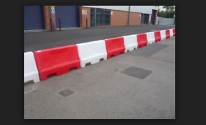 Details about 1m water filled red and white safety traffic pedestrian  plastic barriers