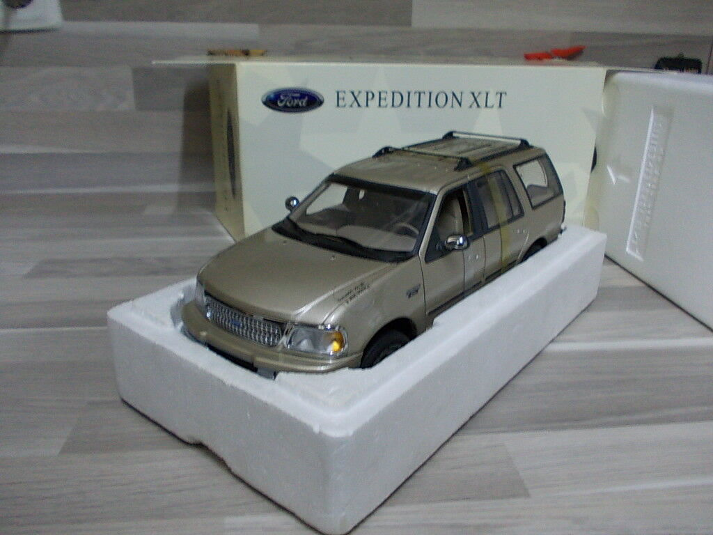 Ut MODELS 1 18 - FORD EXPEDITION XLT oro metallico