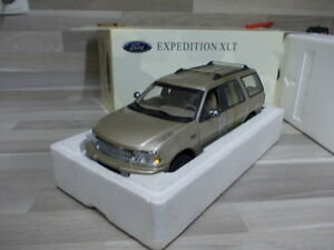 Ut-Models-1-18-Ford-Expedition-XLT-oro-metalico