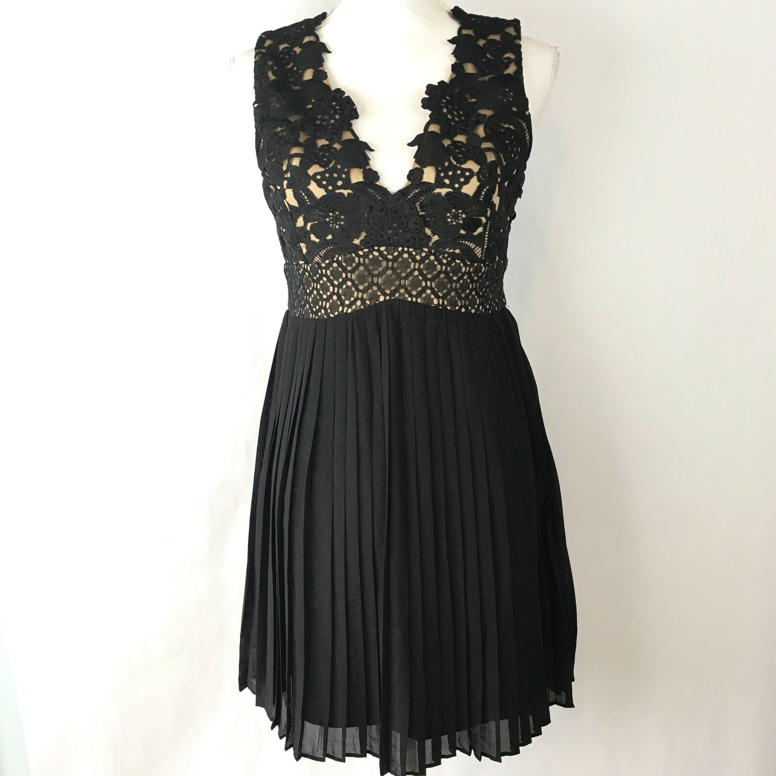HEARTLOOM Woherren Cocktail Dress Größe S schwarz Illusion Lace Pleated Skirt NWT