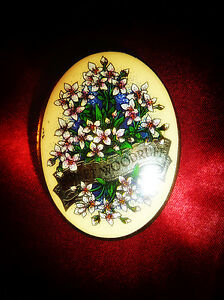 Vintage-SWEET-WOODRUFF-Gilchrist-amp-Soames-London-25g-ADVERTISING-TIN-Storage