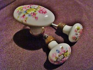3-anciennes-poignees-rondes-boutons-porcelaine-de-limoges-3M-avec-fleurs
