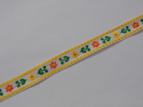 cotton flower with yellow edging vintage traditional 22mm R022