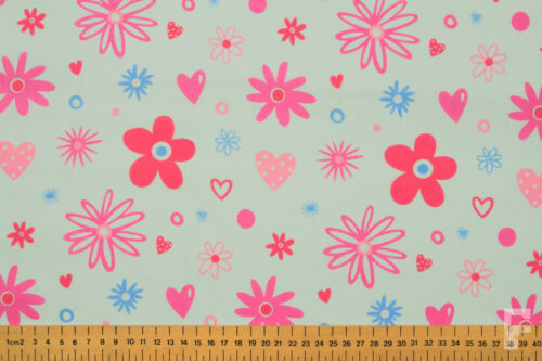 FLOWERS WIDTH 112 CM PRINTED POLYCOTTON FABRIC DAISIES /& HEARTS
