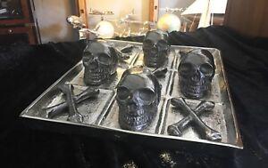 Toe Gothique Tic Tac, crâne et os, aluminium, 35 X 29 cm, Top Blickfang