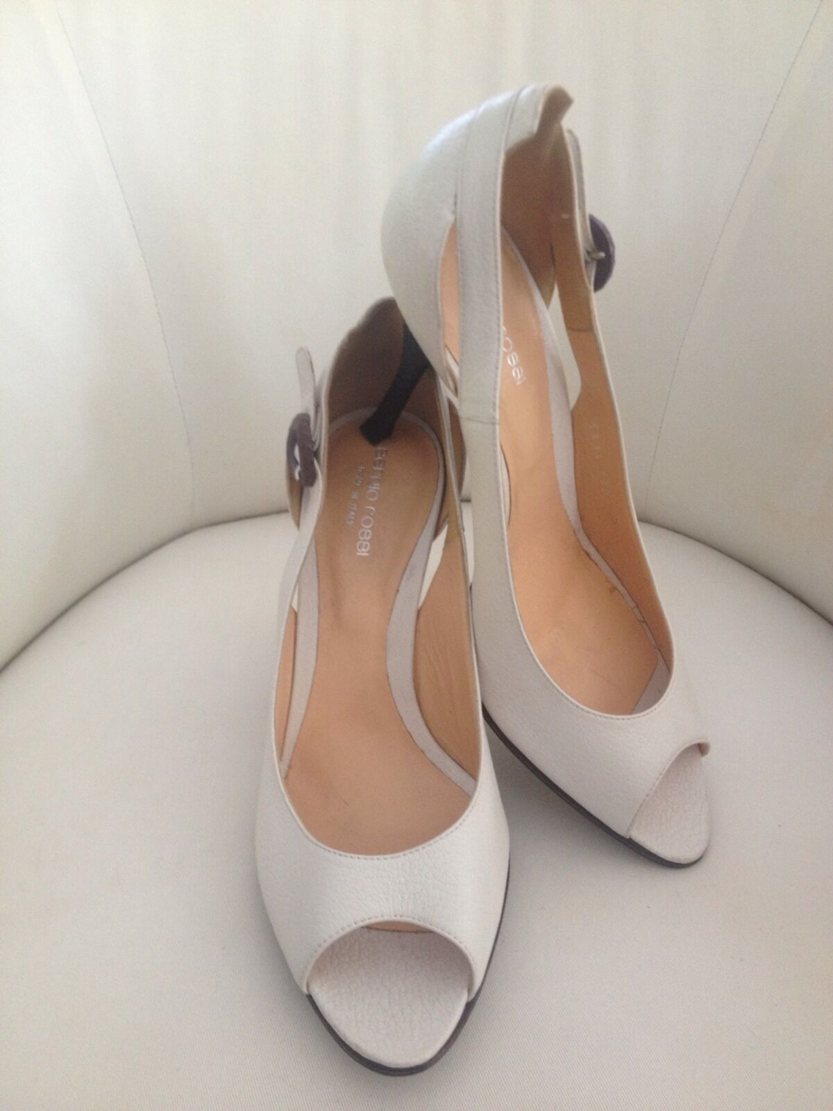 SERGIO ROSSI off WEISS Peep Toe Pumps