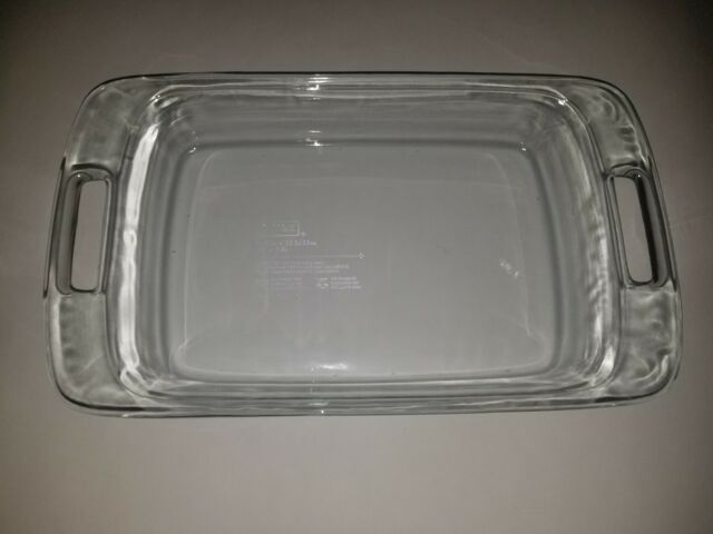 """Pyrex 9x13"""" clear glass cake/brownie baking pan with open handles"""