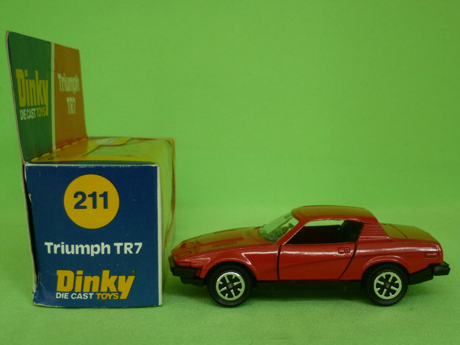 DINKY TOYS   211      TRIUMPH TR7   IN EXCELLENT CONDITION IN BOX 549964