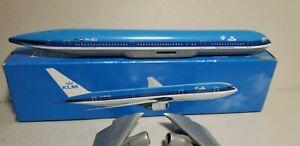 FLIGHT-MINATURE-KLM-ROYAL-DUTCH-AIRLINES-767-1-250-SCALE-PLASTIC-SNAPFIT-MODEL