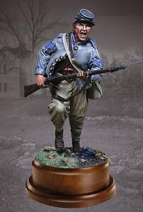 COLLECTORS-SHOWCASE-CS16002-Confederate-Infantryman-Charging-Civil-War