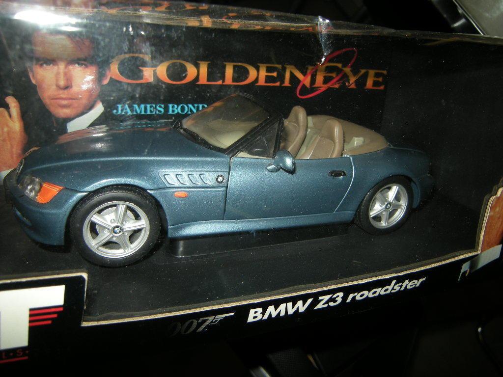 1 18 UT BMW z3 Roadster bleu bleu JAMES BOND 007 orENEYE dans neuf dans sa boîte