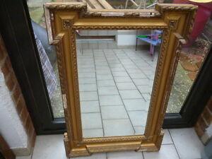 miroir en bois et stuck - France - Miroir en bois et stuc ; longueur 77 cm; largeur 52;5 cm restaurer - France