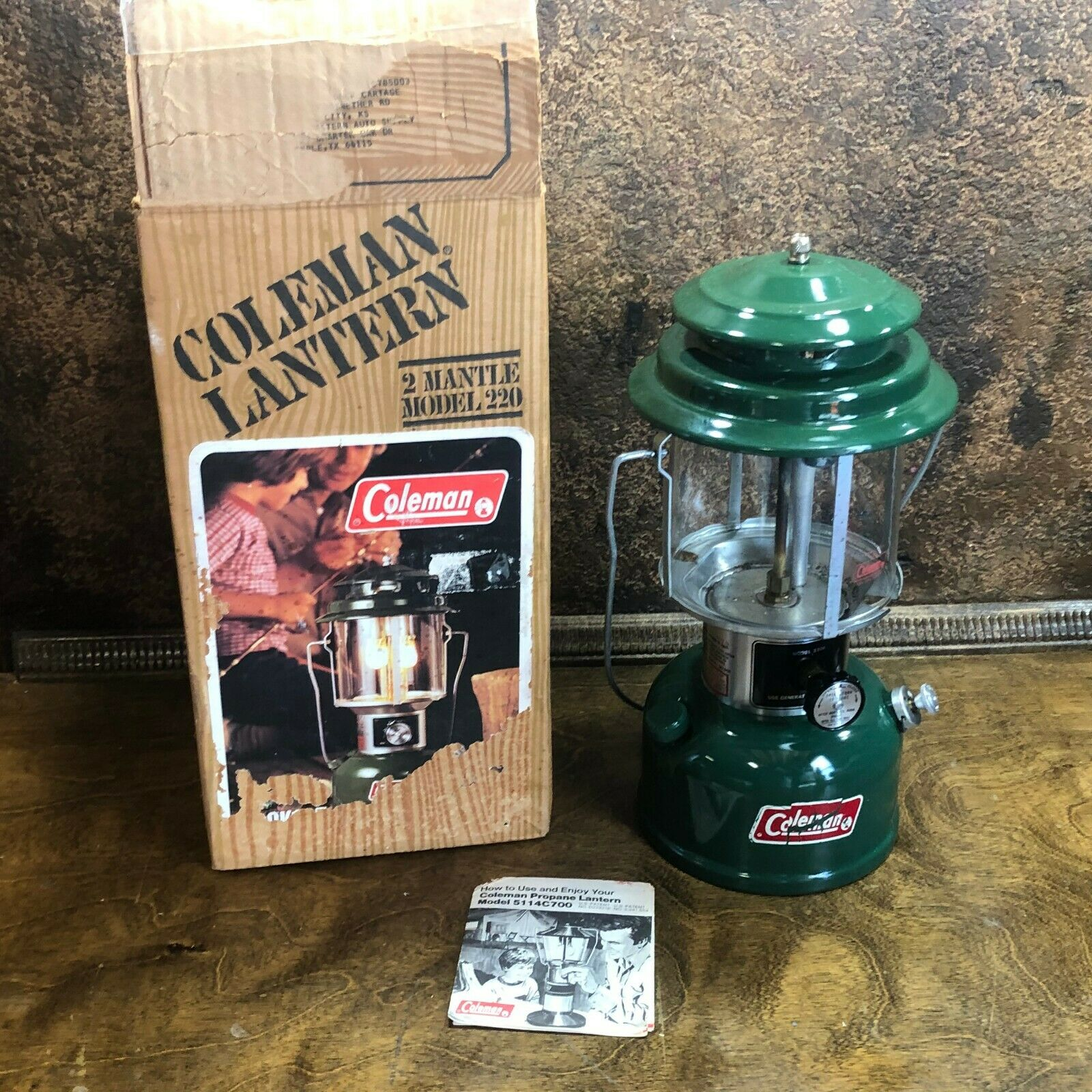 Vintage 1980 COLEMAN Camping 220K LANTERN Double Mantle w original box