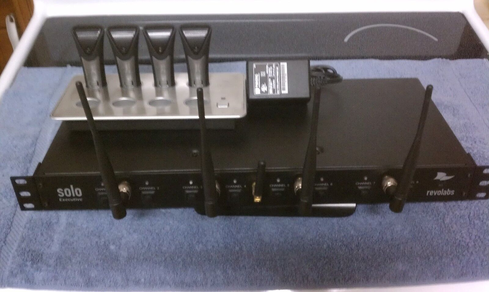 REVOLABS  Executive 8 Channel Wireless Receiver , (5) Mics , Charger