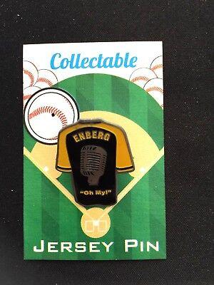 Fanartikel Sport San Diego Padres Dick Enberg Revers Pin-collectable-fondly Remembered-oh My FöRderung Der Produktion Von KöRperflüSsigkeit Und Speichel