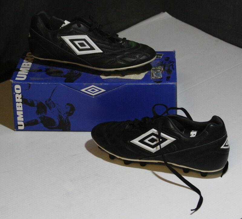 Vintage 1990's Umbro Suprema Leather Soccer Shoes USA Size 9 Scarpe classiche da uomo