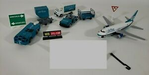 Realtoy-Airtran-Airways-Diecast-Lot-Plane-Trucks-Trailers-Airport-Signs-Defect