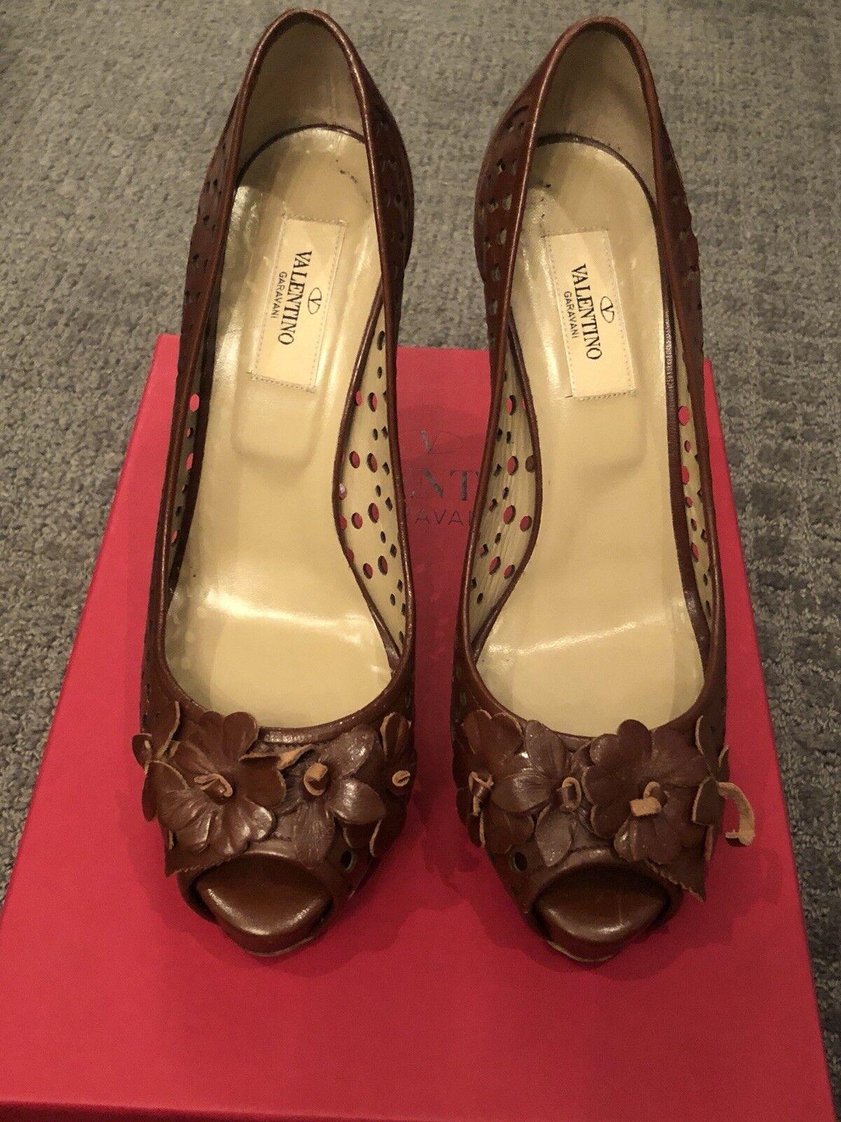 Valentino Garavani marron Perforated Leather Open Toe High Heels Taille 38