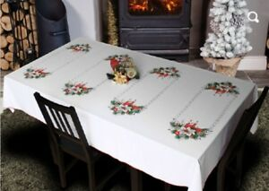 STYLISH-FESTIVE-CHRISTMAS-TABLE-CLOTHES-DECORATIONS
