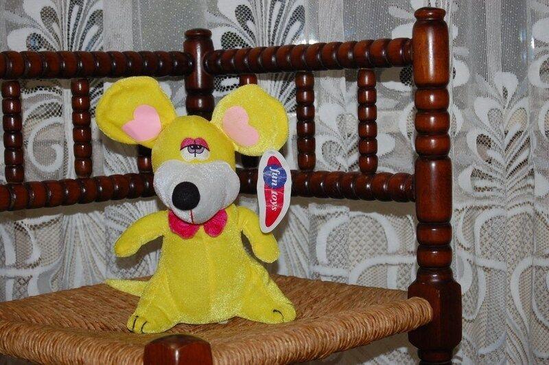 Fun Toys Luxembourg Neon giallo Funny Mouse Plush 8 inch