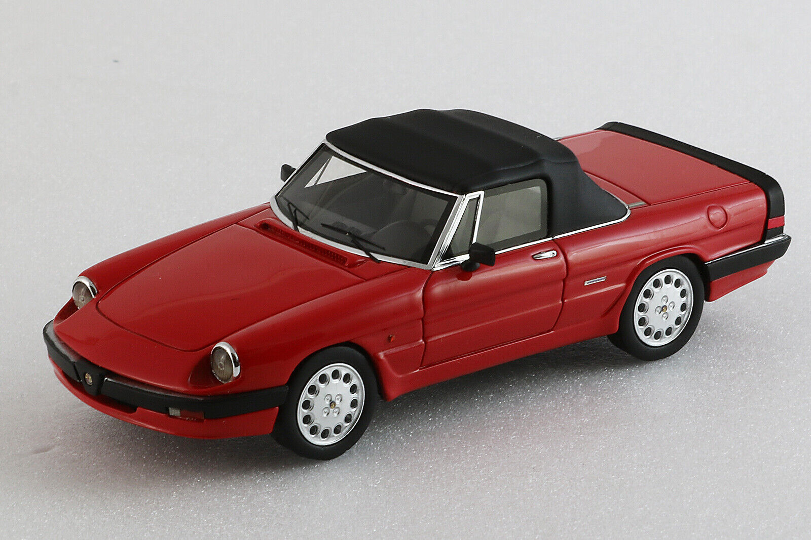 Alfa romeo spider 1986 3a serie closed - 1 43ème - red-pink milena