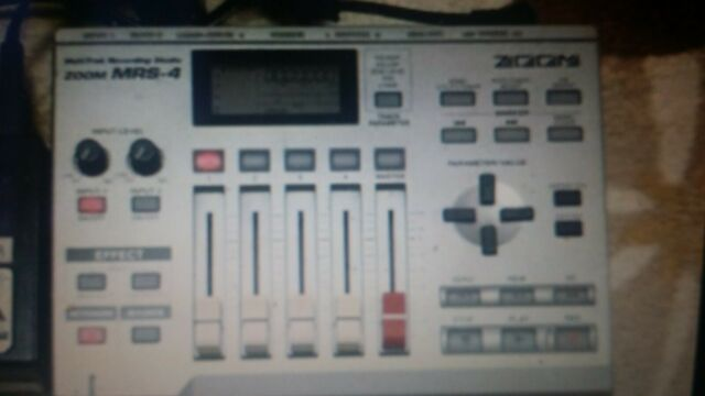 Zoom MRS - 4 multitrack recorder with box & memory card .