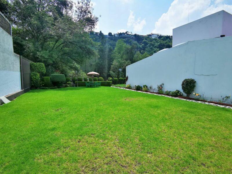Casa con gran jardín