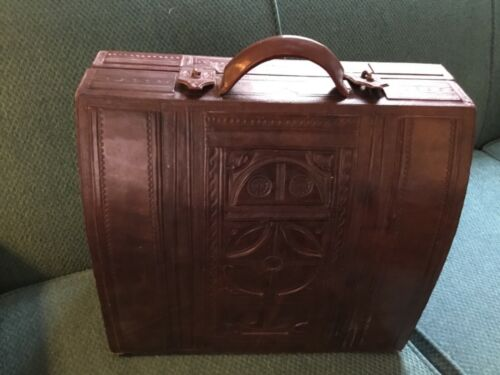 Vintage 50s Mexican Hand Tooled Carved Leather Sat