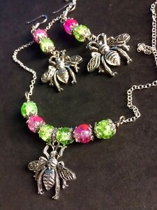 Giant-Bee-Jewelry-Set-With-Shiny-Crackled-Glass-Beads