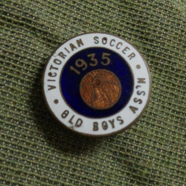 D268. 1935 Victoriano Viejo Boys fútbol Ojal Insignia