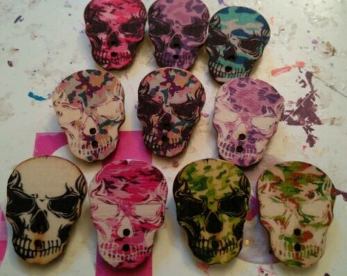JOB LOT 10 NEW//HANDMADE LARGE COLOURED  SKULL WOODEN BROOCHES party bags, etc